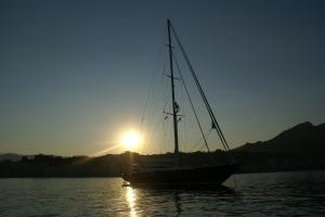 sunset-241947_1920